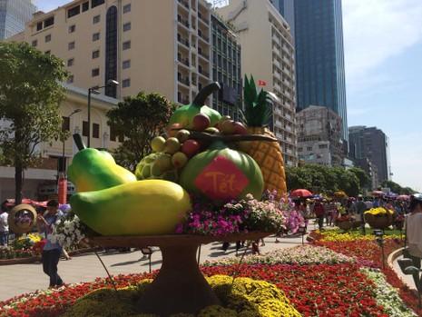 Ngắm đường hoa Nguyễn Huệ khoe sắc sáng 30 tết - ảnh 6