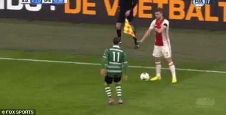 Pha bóng láu cá nhất mọi thời đại của cầu thủ Ajax - ảnh 1