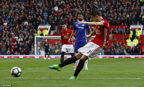 Nhìn lại màn đại chiến kinh điển giữa MU và Chelsea - ảnh 9