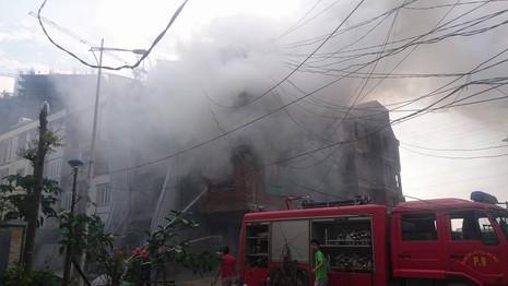 Cháy lớn tại khu đô thị Văn Khê - ảnh 1