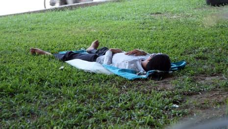 Chùm ảnh: 101 kiểu người Hà Nội trốn nắng nóng kỷ lục - ảnh 11
