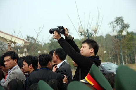 Chùm ảnh: Cảm nhận về nghề báo qua những hình ảnh chân thực  - ảnh 4