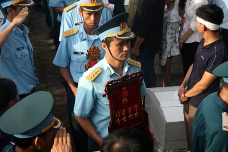 Tiễn đưa Đại tá Trần Quang Khải về nơi an nghỉ cuối cùng - ảnh 13