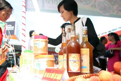 Người dân thủ đô chen nhau nếm thử vải thiều Bắc Giang - ảnh 10