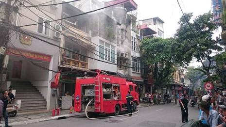 cháy nhà trong phố cổ