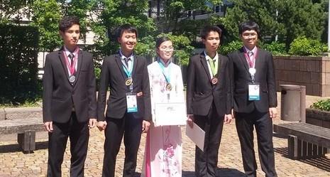 Các thành viên đội tuyển Việt Nam tham dự Olympic Vật lý quốc tế 2016.