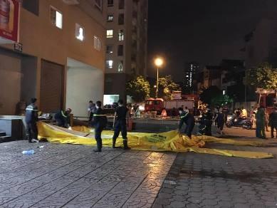 Giải cứu nam thanh niên có ý định tự tử ở tòa nhà 16 tầng - ảnh 2