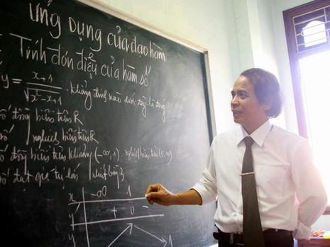 Thầy giáo dạy Toán trực tuyến miễn phí cho học sinh  - ảnh 1