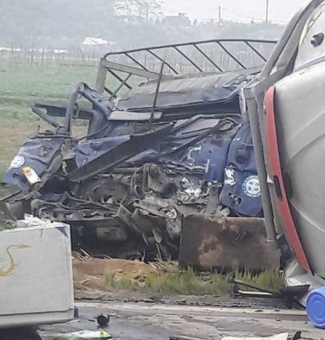 Va chạm giao thông, tài xế xe tải tử vong trong cabin - ảnh 2