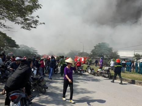 Cháy lớn tại Khu công nghiệp Ngọc Hồi - ảnh 2