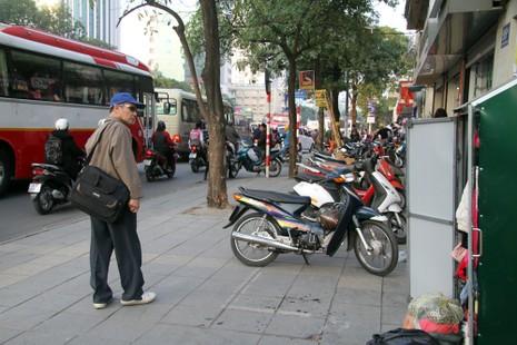 Hà Nội: Xuất hiện tủ quần áo miễn phí cho người nghèo - ảnh 2