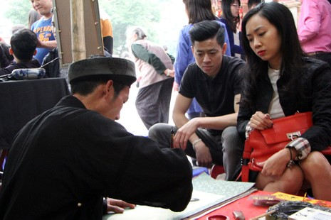 Thiếu nữ Hà Nội du xuân, xin chữ đầu năm - ảnh 2