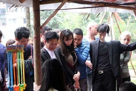 Thiếu nữ Hà Nội du xuân, xin chữ đầu năm - ảnh 1