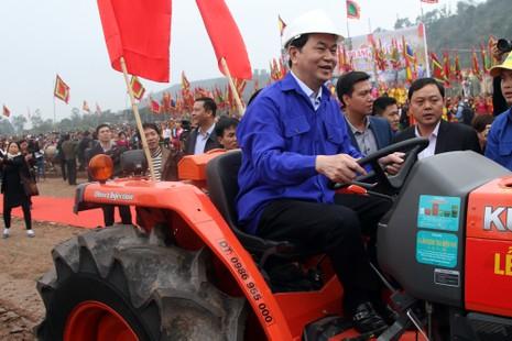 Chùm ảnh: Chủ tịch nước lái máy cày khai lễ Tịch Điền - ảnh 7