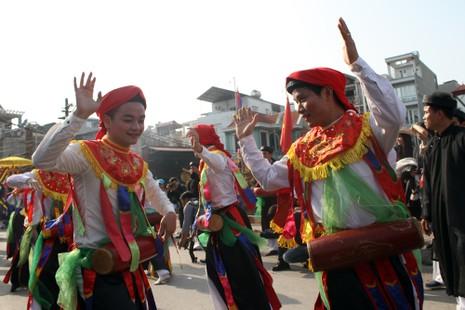 'Con đĩ đánh bồng' sôi động làng Triều Khúc - ảnh 12
