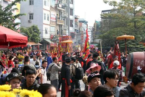 'Con đĩ đánh bồng' sôi động làng Triều Khúc - ảnh 2