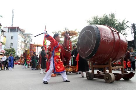 'Con đĩ đánh bồng' sôi động làng Triều Khúc - ảnh 5