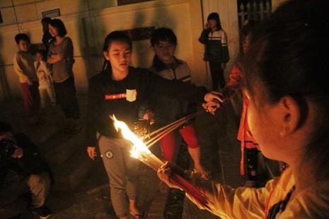 Cả làng đi 'lấy đỏ' trong đêm - ảnh 11