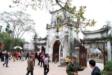 Rừng người tại đền Trần trước giờ khai ấn - ảnh 4
