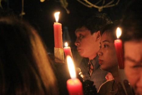 Hàng ngàn người nghẹt thở chờ phát ấn đền Trần  - ảnh 10