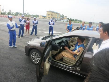 Chuyên gia Nhật đào tạo kỹ năng lái xe ô tô CSGT - ảnh 3
