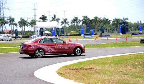 Hứng khởi với học viện lái xe an toàn Mercedes-Benz 2016 - ảnh 2