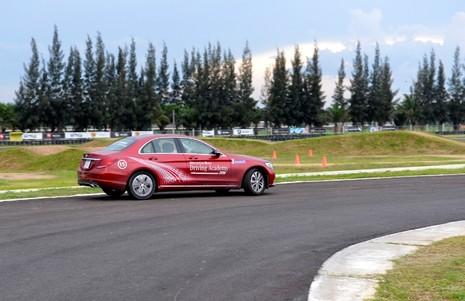 Hứng khởi với học viện lái xe an toàn Mercedes-Benz 2016 - ảnh 4