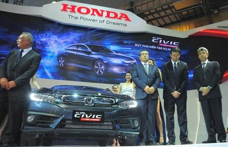 Nhiều xe mới xuất hiện ở triển lãm ô tô Việt Nam 2016 - ảnh 2