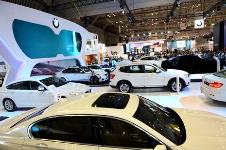 BMW đúng là siêu xe, công nghệ và người đẹp  - ảnh 4