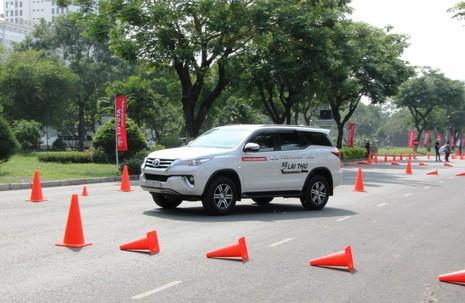Sôi động chương trình trải nghiệm xe mới của Toyota - ảnh 2