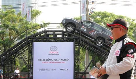 Sôi động chương trình trải nghiệm xe mới của Toyota - ảnh 8