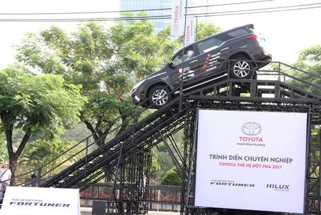 Sôi động chương trình trải nghiệm xe mới của Toyota - ảnh 9
