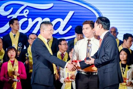 Ford Việt Nam nhận giải thưởng Rồng Vàng 2017 - ảnh 1