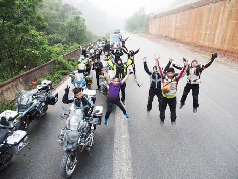 """40 Biker Việt chinh phục """"đỉnh Everest"""" bằng mô tô - ảnh 2"""