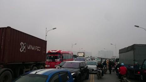 Hà Nội: Tai nạn liên hoàn, giao thông ùn tắc  - ảnh 3