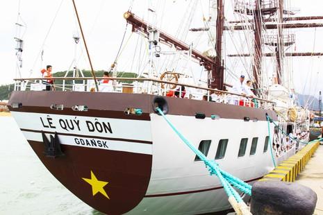 Tàu buồm đầu tiên của Việt Nam vượt bão về nước - ảnh 2