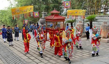 Bí thư Đinh La Thăng dâng hương tưởng niệm các vua Hùng - ảnh 5