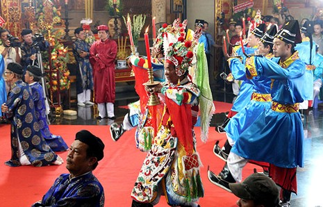 Bí thư Đinh La Thăng dâng hương tưởng niệm các vua Hùng - ảnh 10