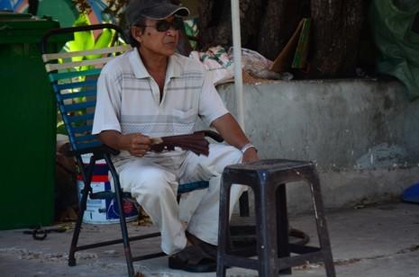 Người Sài Gòn chống chọi với nắng nóng - ảnh 9