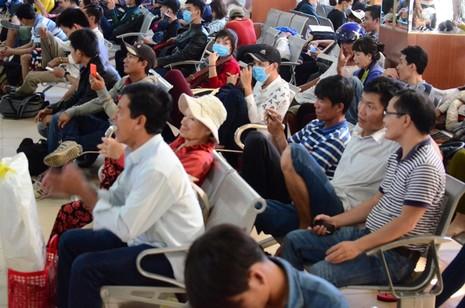 Lễ 30-4: Người người đổ về quê nghỉ lễ - ảnh 11