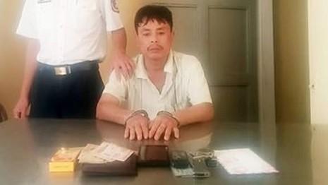 Tàng trữ ma túy, dùng dao chống lại cảnh sát - ảnh 1