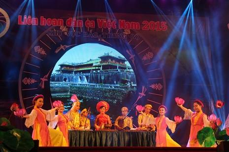 Khai mạc Liên hoan dân ca Việt Nam 2015 khu vực Bắc Trung Bộ - ảnh 1