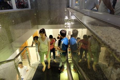 Nhà vệ sinh công cộng phố đi bộ Nguyễn Huệ sang như trong khách sạn - ảnh 3