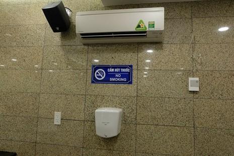 Nhà vệ sinh công cộng phố đi bộ Nguyễn Huệ sang như trong khách sạn - ảnh 2