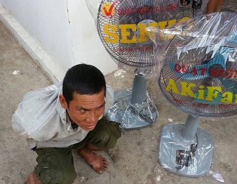 'Con nghiện' xông vào cửa hàng trộm tài sản giữa ban ngày - ảnh 1
