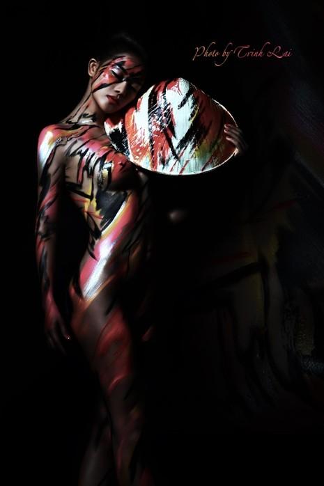Thưởng thức nghệ thuật body painting qua những tác phẩm nóng bỏng  - ảnh 8