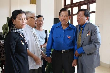 Nguyên chủ tịch nước Nguyễn Minh Triết xúc động hội ngộ đồng đội ở R - ảnh 1