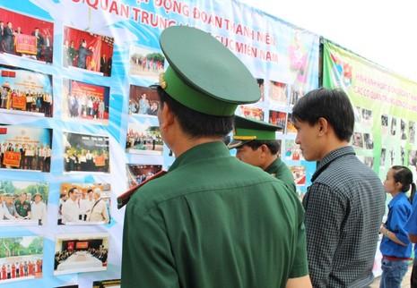 Nguyên chủ tịch nước Nguyễn Minh Triết xúc động hội ngộ đồng đội ở R - ảnh 4