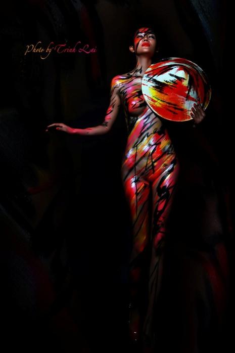 Thưởng thức nghệ thuật body painting qua những tác phẩm nóng bỏng  - ảnh 3