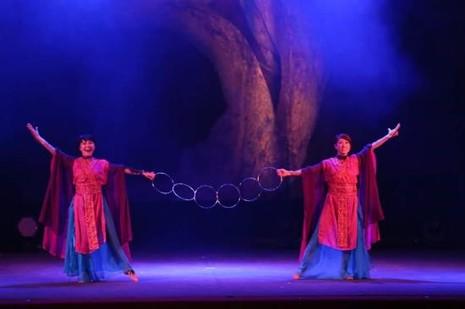 Ảo thuật đỉnh cao Nhật Bản – Ai&YuKi tặng chuông thần cho khán giả Sài Gòn - ảnh 2